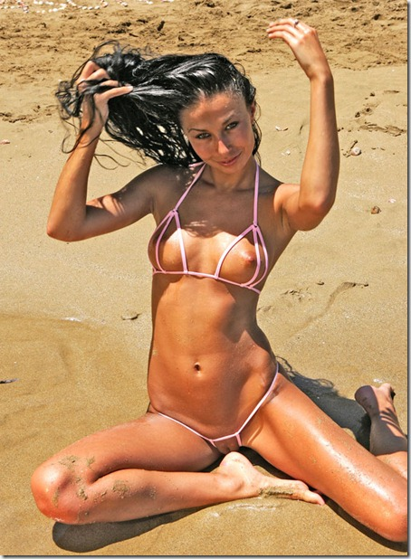 bikini-pleasure-posing-on-the-beach