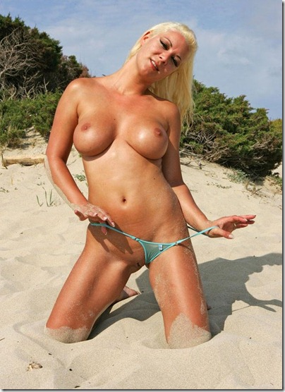 bikini-pleasure-stripping-on-the-beach