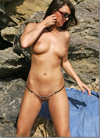 bikini-pleasure-topless-shooting